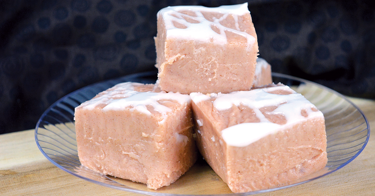 cinnamon roll fudge